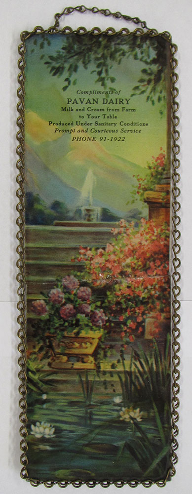 Pavan Dairy scenic glass wall hanging with chain border